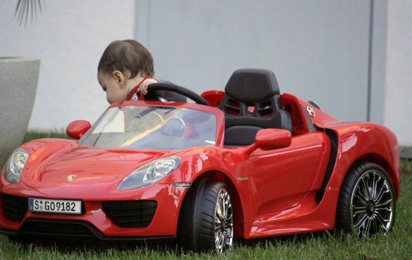 rollplay-6-volt-porsche-918-ride-on-toy-battery-powered-kids-ride-on-car